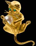 gold kitten with pearl ball pendant